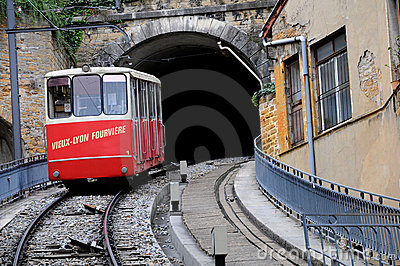 vieux-fr-fourvierefuniculairelyon-tunnel-18464373